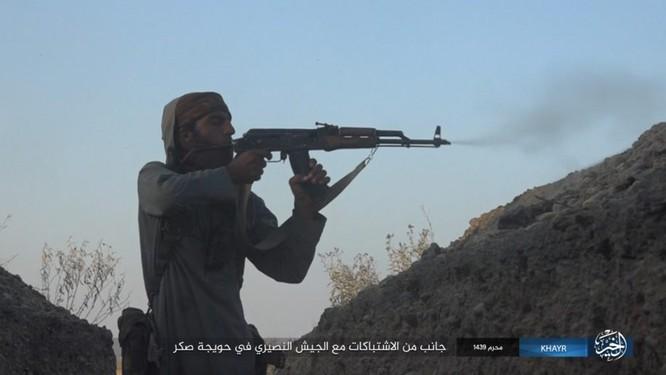 Quân Syria và IS tử chiến đẫm máu trên đảo lửa tại Deir Ezzor (video) ảnh 11
