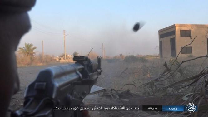 Quân Syria và IS tử chiến đẫm máu trên đảo lửa tại Deir Ezzor (video) ảnh 12