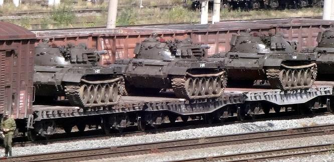 Quyết hạ gục IS tại Deir Ezzor, Nga ùn ùn chở tăng thiết giáp tới Syria ảnh 3