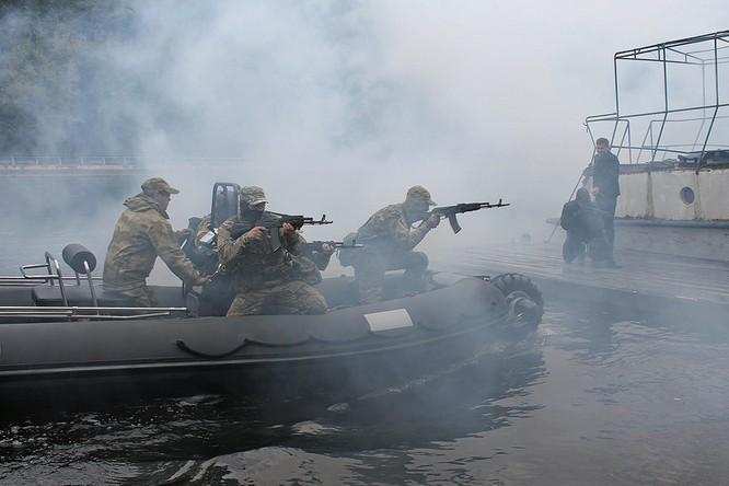 """Cận cảnh đặc công Nga """"chống khủng bố"""" (chùm ảnh) ảnh 21"""