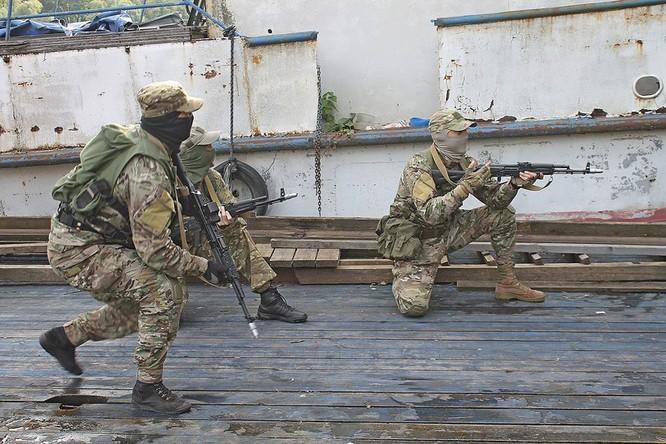 """Cận cảnh đặc công Nga """"chống khủng bố"""" (chùm ảnh) ảnh 23"""