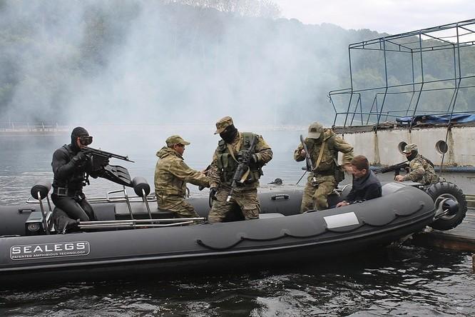 """Cận cảnh đặc công Nga """"chống khủng bố"""" (chùm ảnh) ảnh 26"""