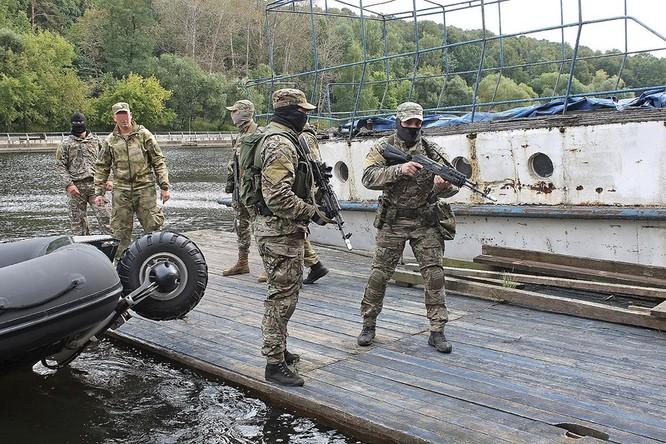 """Cận cảnh đặc công Nga """"chống khủng bố"""" (chùm ảnh) ảnh 32"""