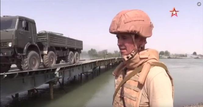 Nga lập cầu dã chiến tiếp vận quân đội Syria đánh IS ở Deir Ezzor ảnh 3