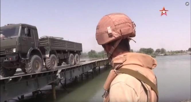 Nga lập cầu dã chiến tiếp vận quân đội Syria đánh IS ở Deir Ezzor ảnh 4