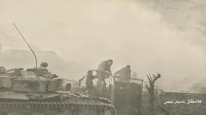Hỏa lực Syria tấn công dữ dội phiến quân thánh chiến ven Damascus (video - ảnh) ảnh 12