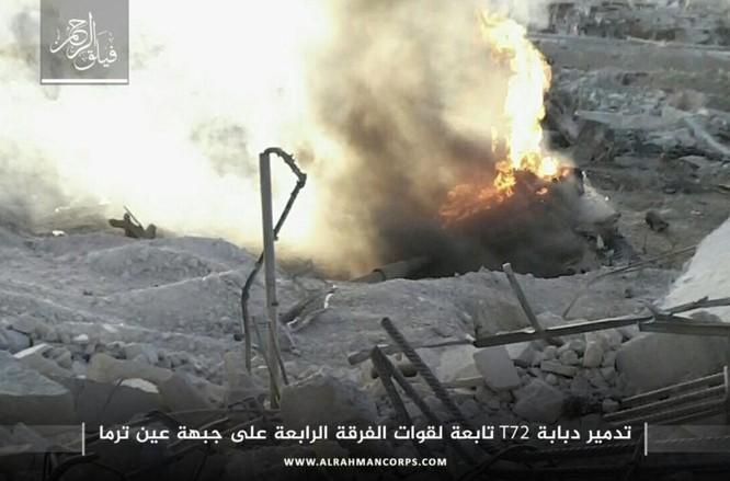 Sập bẫy phục kích toán phiến quân mất mạng, tăng T-72 Syria bị bắn cháy (video) ảnh 1