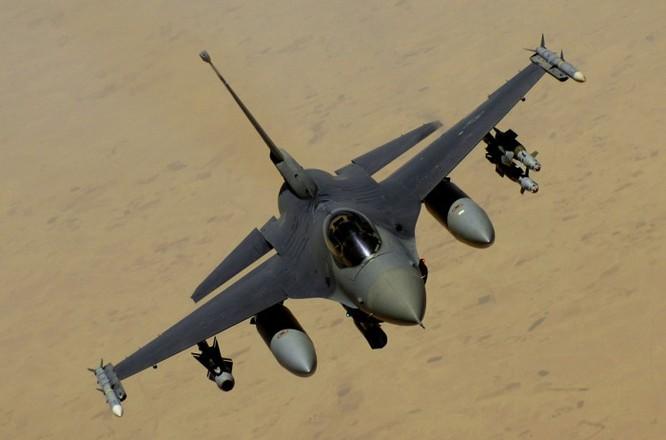"""Báo Mỹ thừa nhận F-16 """"không có cửa thắng"""" trước Su-35 Nga ảnh 1"""