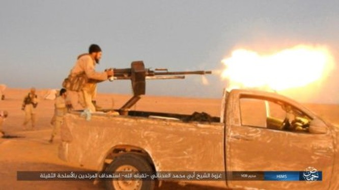 Quân đội Syria chiếm lại cao tốc Al-Sukhnah-Deir Ezzor, IS dồn binh bảo vệ sào huyệt ảnh 2