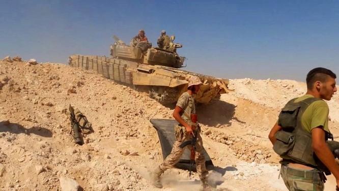 """""""Hổ Syria"""" xung trận đánh chiếm sào huyệt IS tại Deir Ezzor (video) ảnh 1"""