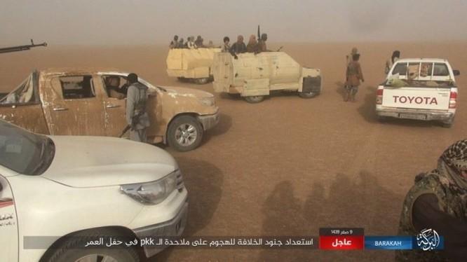 """IS bất ngờ """"trở giáo"""" tung đòn đánh người Kurd tại mỏ dầu chiến lược Al-Omar ảnh 1"""