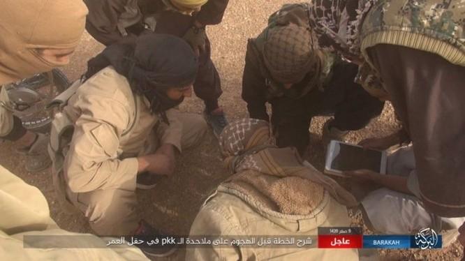 """IS bất ngờ """"trở giáo"""" tung đòn đánh người Kurd tại mỏ dầu chiến lược Al-Omar ảnh 2"""