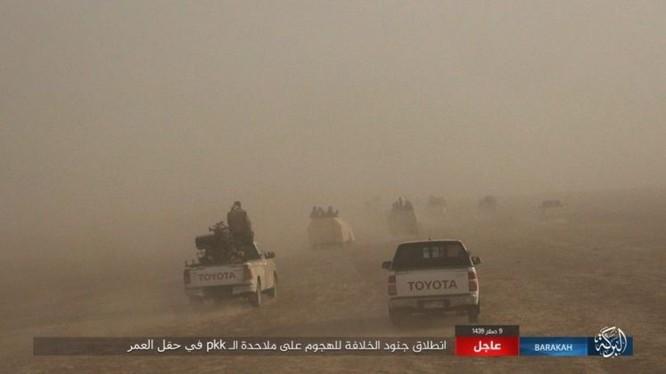 """IS bất ngờ """"trở giáo"""" tung đòn đánh người Kurd tại mỏ dầu chiến lược Al-Omar ảnh 3"""