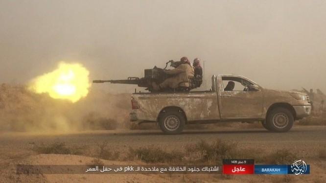 """IS bất ngờ """"trở giáo"""" tung đòn đánh người Kurd tại mỏ dầu chiến lược Al-Omar ảnh 4"""