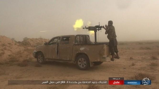 """IS bất ngờ """"trở giáo"""" tung đòn đánh người Kurd tại mỏ dầu chiến lược Al-Omar ảnh 5"""
