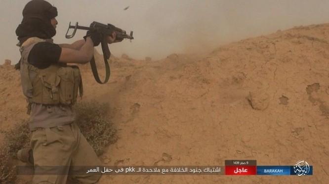 """IS bất ngờ """"trở giáo"""" tung đòn đánh người Kurd tại mỏ dầu chiến lược Al-Omar ảnh 10"""