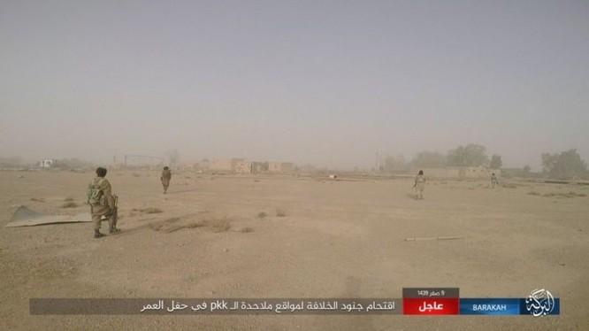 """IS bất ngờ """"trở giáo"""" tung đòn đánh người Kurd tại mỏ dầu chiến lược Al-Omar ảnh 14"""