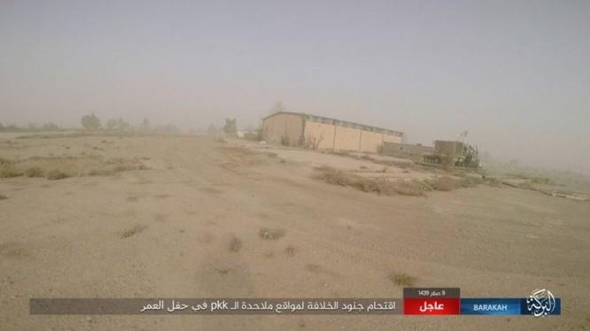"""IS bất ngờ """"trở giáo"""" tung đòn đánh người Kurd tại mỏ dầu chiến lược Al-Omar ảnh 16"""