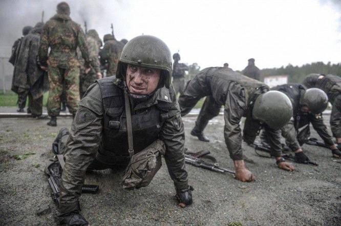 """Nghẹt thở xem Nga rèn lính đặc nhiệm """"mũ đỏ"""" (ảnh - video) ảnh 1"""