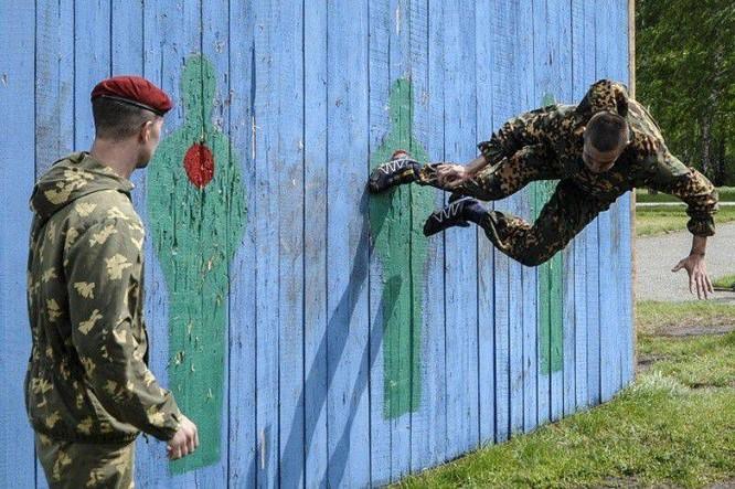 """Nghẹt thở xem Nga rèn lính đặc nhiệm """"mũ đỏ"""" (ảnh - video) ảnh 3"""