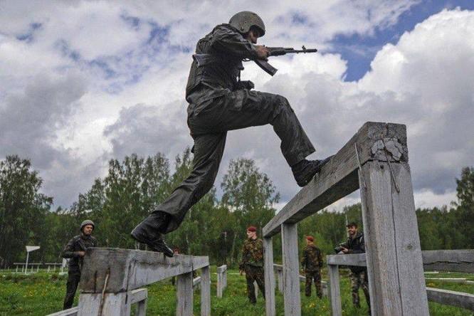 """Nghẹt thở xem Nga rèn lính đặc nhiệm """"mũ đỏ"""" (ảnh - video) ảnh 4"""