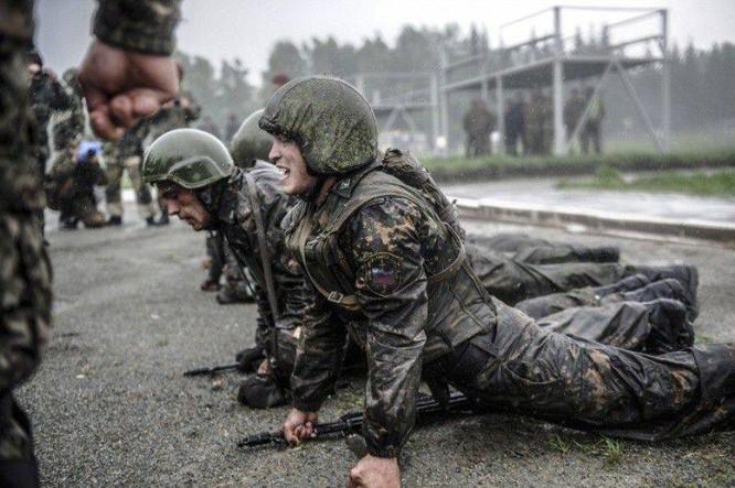 """Nghẹt thở xem Nga rèn lính đặc nhiệm """"mũ đỏ"""" (ảnh - video) ảnh 8"""