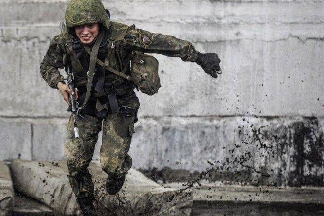"""Nghẹt thở xem Nga rèn lính đặc nhiệm """"mũ đỏ"""" (ảnh - video) ảnh 10"""