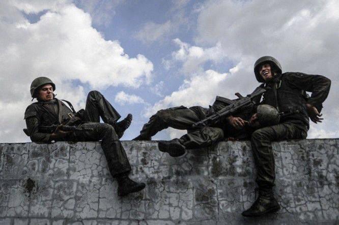 """Nghẹt thở xem Nga rèn lính đặc nhiệm """"mũ đỏ"""" (ảnh - video) ảnh 12"""