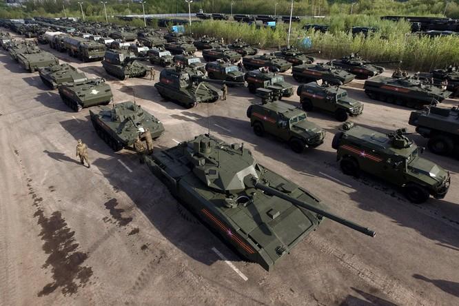 """Nga """"chỉ có"""" 25.000 xe tăng thiết giáp và 4.000 pháo phản lực ảnh 1"""