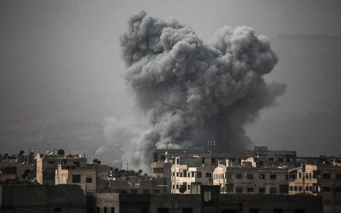 Quân đội Syria đánh phá dữ dội phiến quân cố thủ ven Damascus (video) ảnh 1