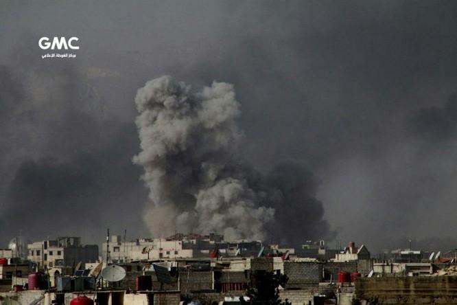 Quân đội Syria đánh phá dữ dội phiến quân cố thủ ven Damascus (video) ảnh 4