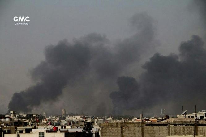 Quân đội Syria đánh phá dữ dội phiến quân cố thủ ven Damascus (video) ảnh 5