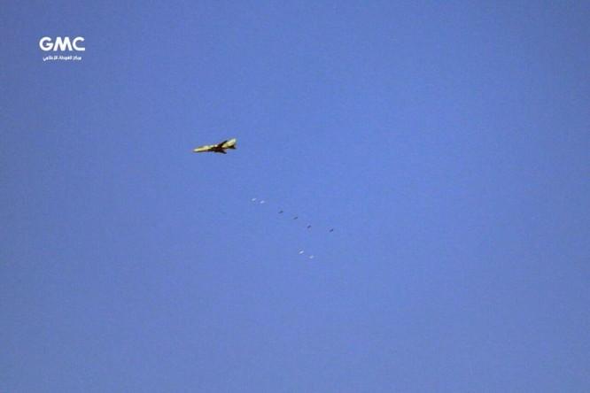 Quân đội Syria đánh phá dữ dội phiến quân cố thủ ven Damascus (video) ảnh 6