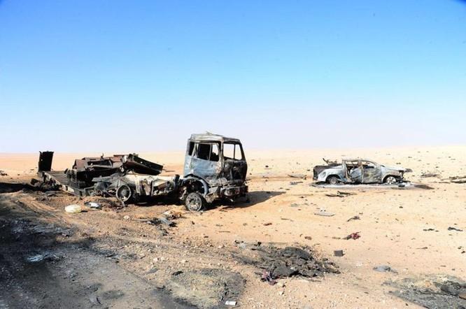 Quân đội Syria đánh phá ác liệt IS cố thủ sào huyệt al-Bukamal ảnh 9