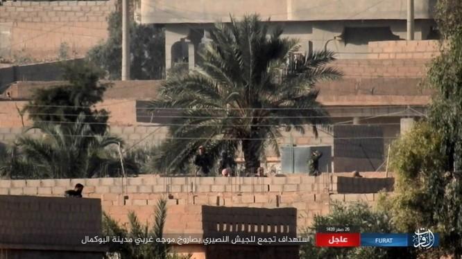 Liên quân Mỹ ngăn chặn quân đội Syria đánh vào sào huyệt IS tại AbuKamal ảnh 2