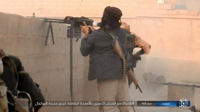 Liên quân Syria tung đòn tiêu diệt IS tại tử địa Albukamal (video) ảnh 8