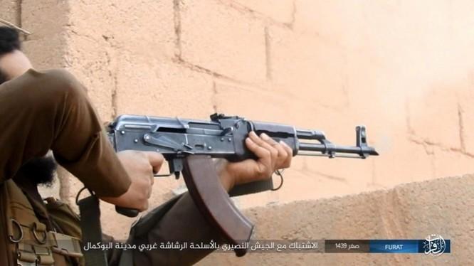 Liên quân Syria tung đòn tiêu diệt IS tại tử địa Albukamal (video) ảnh 9