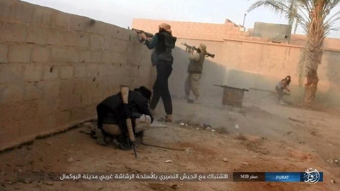 Liên quân Syria tung đòn tiêu diệt IS tại tử địa Albukamal (video) ảnh 10