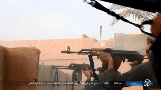 Liên quân Syria tung đòn tiêu diệt IS tại tử địa Albukamal (video) ảnh 11