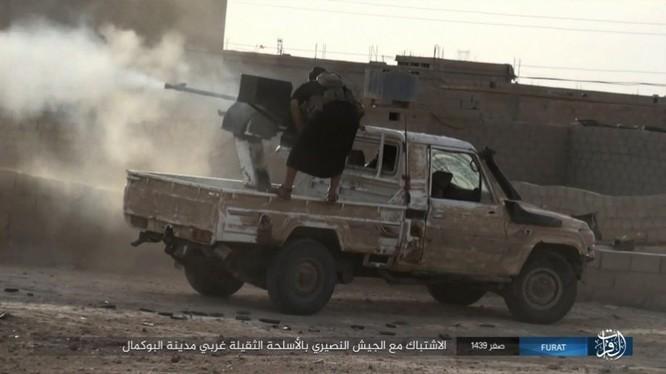 Liên quân Syria tung đòn tiêu diệt IS tại tử địa Albukamal (video) ảnh 14