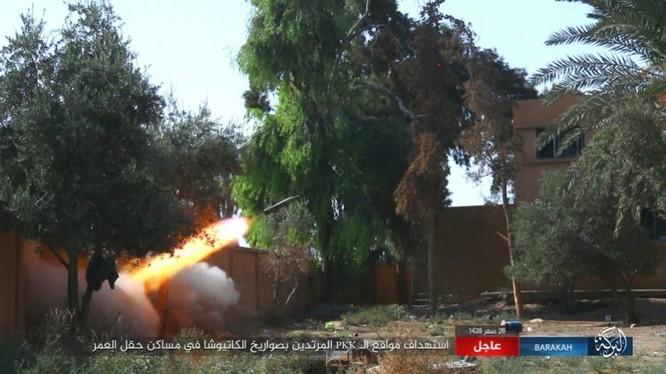 IS nã pháo phản lực giáng trả người Kurd càn quét Euphrates ảnh 9