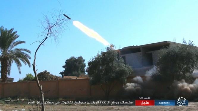 IS nã pháo phản lực giáng trả người Kurd càn quét Euphrates ảnh 10