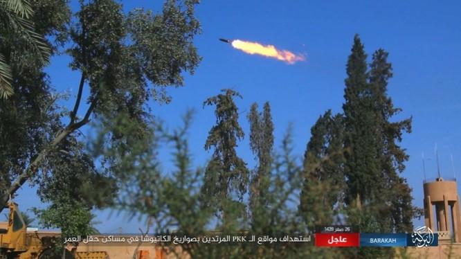 IS nã pháo phản lực giáng trả người Kurd càn quét Euphrates ảnh 11