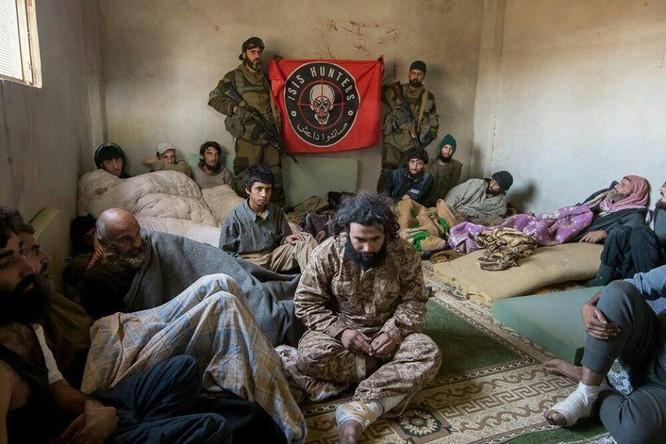 """Chiến sự Syria: Đặc nhiệm """"Săn IS"""" bắt sống 250 phiến quân IS ảnh 1"""