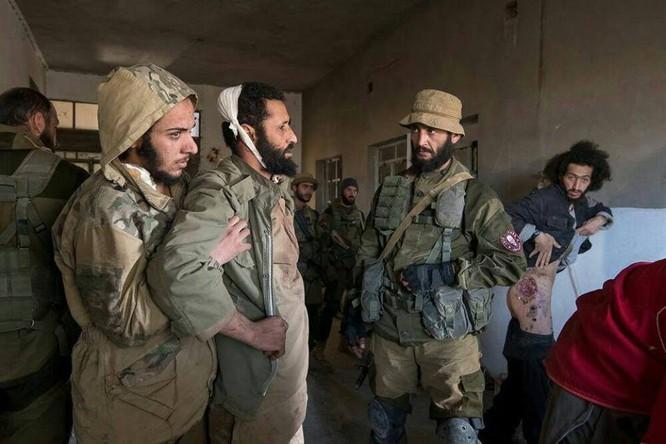 """Chiến sự Syria: Đặc nhiệm """"Săn IS"""" bắt sống 250 phiến quân IS ảnh 4"""