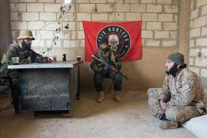 """Chiến sự Syria: Đặc nhiệm """"Săn IS"""" bắt sống 250 phiến quân IS ảnh 5"""