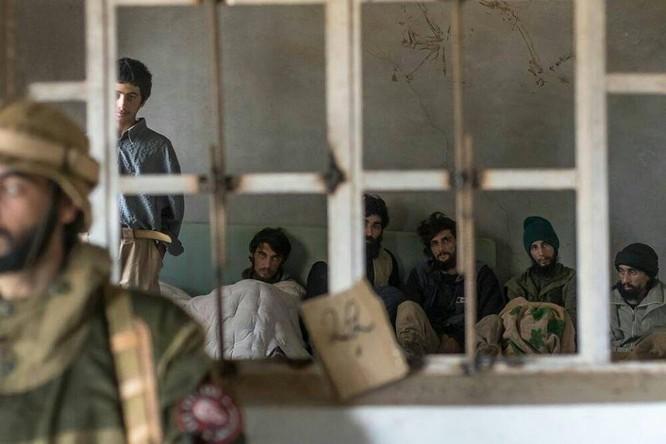 """Chiến sự Syria: Đặc nhiệm """"Săn IS"""" bắt sống 250 phiến quân IS ảnh 6"""