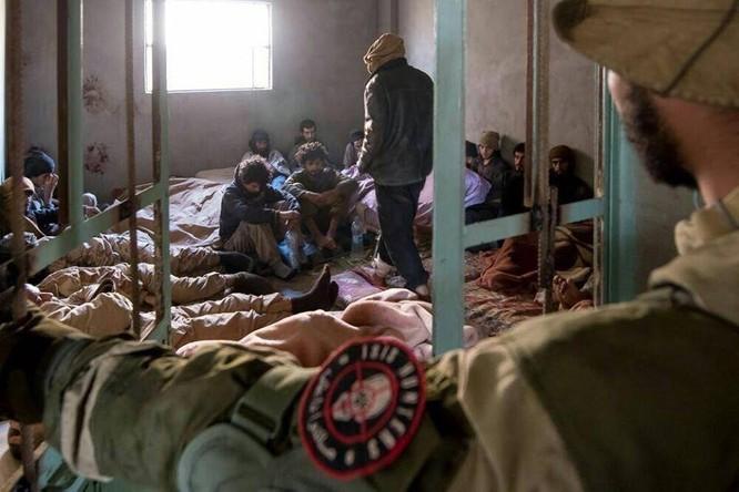 """Chiến sự Syria: Đặc nhiệm """"Săn IS"""" bắt sống 250 phiến quân IS ảnh 7"""