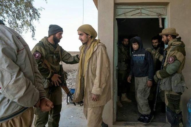 """Chiến sự Syria: Đặc nhiệm """"Săn IS"""" bắt sống 250 phiến quân IS ảnh 9"""