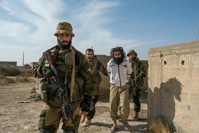 """Chiến sự Syria: Đặc nhiệm """"Săn IS"""" bắt sống 250 phiến quân IS ảnh 11"""